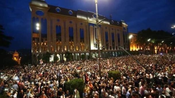 У Грузії опозиція захопила будівлю парламенту. ВІДЕО