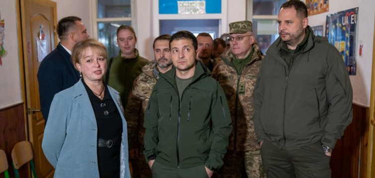 """""""Зняти санкції"""": в МЗС РФ заявили, що Зеленський сам визнав провину української сторони у війні на Донбасі"""