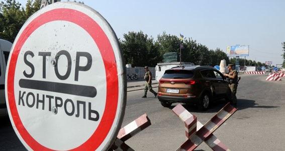 Волонтерів перестали пускати до військових в районі Золотого. ВІДЕО