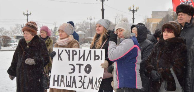 В России экс-главарь «ДНР» вывел людей на митинг против Путина