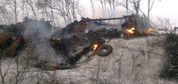 На Донбассе ВСУ уничтожили бронетранспортер боевиков. ВИДЕО 18+