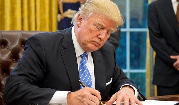 Трамп підписав закони, які передбачають виділення Україні $700 млн