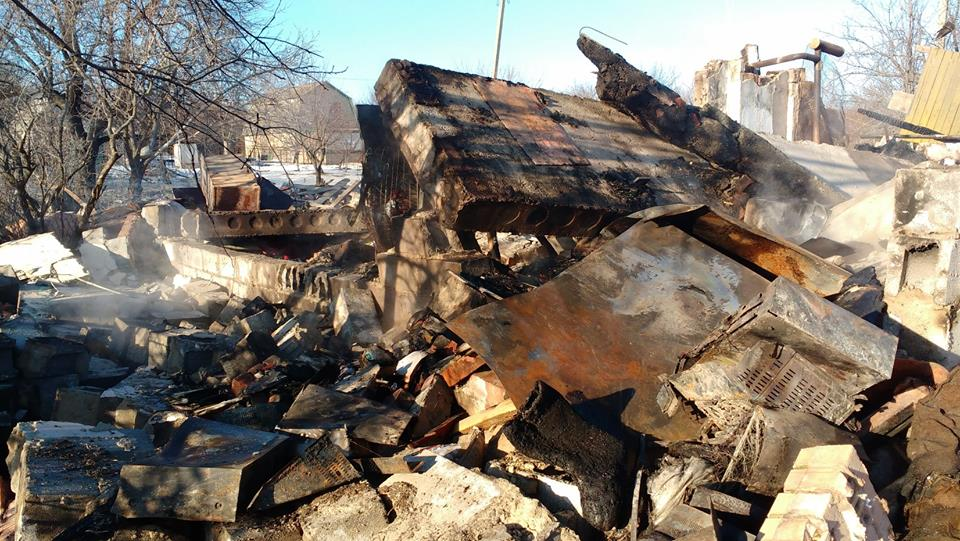 Бойовики розбомбили будинок мирного жителя російським снарядами. ФОТО