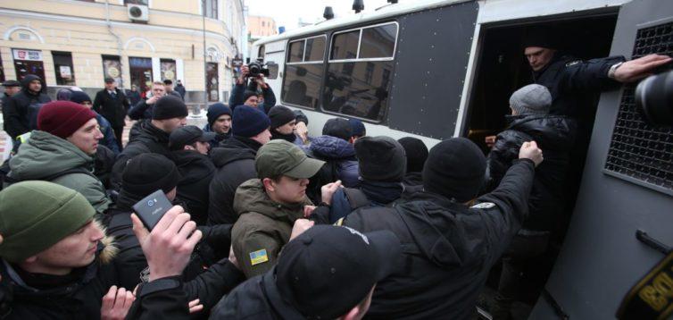 """""""Ложись, Бандера!"""": скандальний поліцейський підтримує анексію Криму та бойовиків Донбасу"""