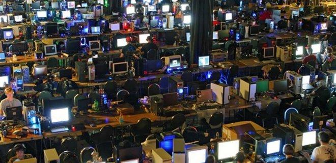 """Просто відключили інтернет: США завдали удару по """"фабриці тролів"""""""