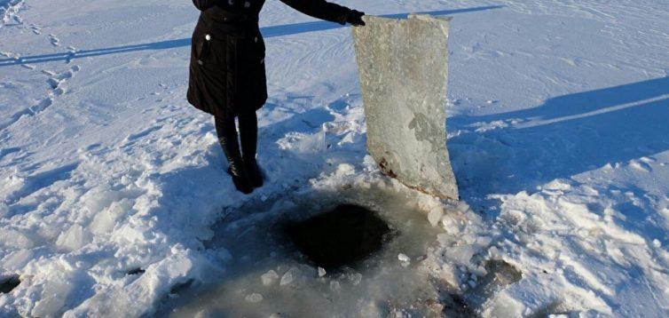 У РФ людям, що залишилися без води, запропонували добувати її з льоду