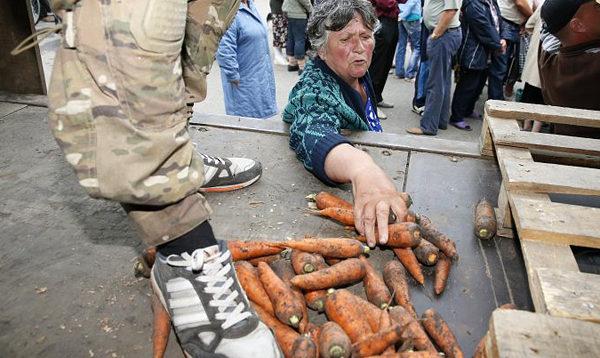 """""""Хунта, допоможи, голодуємо!"""": бойовики """"ДНР"""" хочуть відновити торгівлю з Україною. ВІДЕО"""