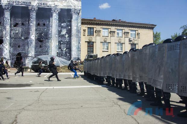 В Луганске боевики брали Рейхстаг и расстреливали Майдан. ФОТО