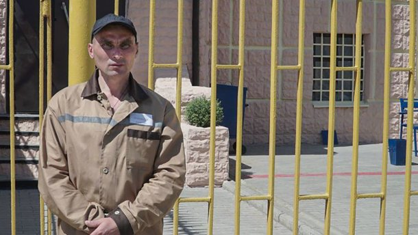 Українського політв'язня, засудженого в РФ за фейковим звинуваченням, переправили в Україну і посадили у в'язницю