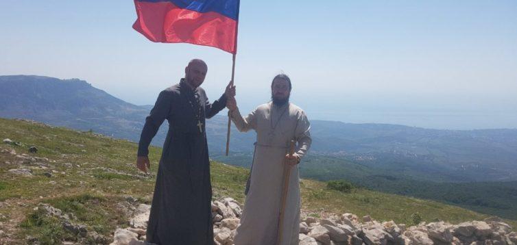 У Криму УПЦ МП влаштувала хресну ходу під російськими прапорами. ФОТО