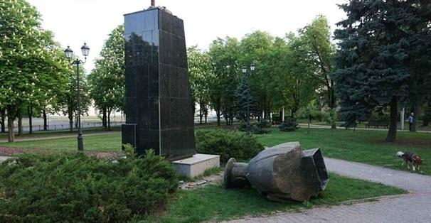 У Харкові почали відновлювати пам'ятник Жукову. ФОТО