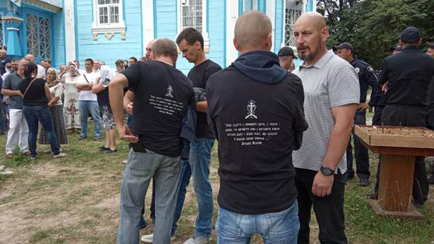 """На Вінничині попи РПЦ разом з """"тітушками"""" скалічили українського священика"""