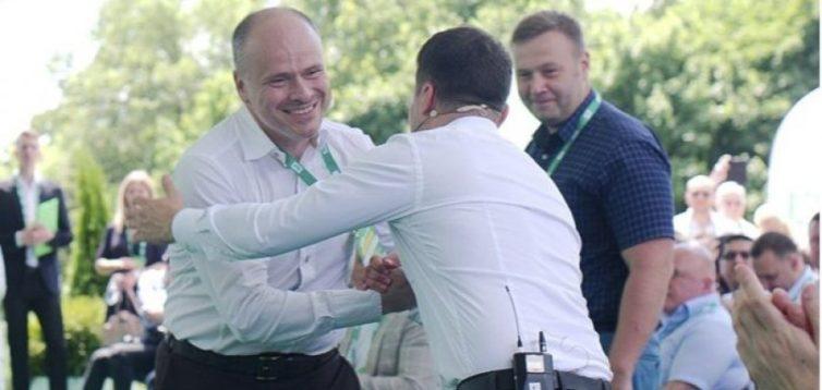 """Депутат від """"Слуги народу"""" заявив, що лікувати людей треба в залежності від раси"""