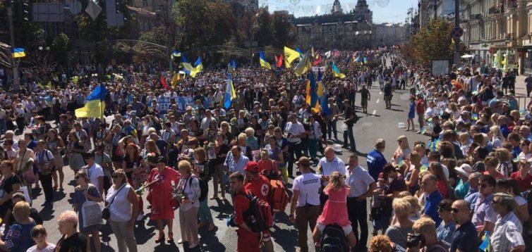 На Марш Захисників України вийшли десятки тисяч людей. ВРАЖАЮЧЕ ВІДЕО