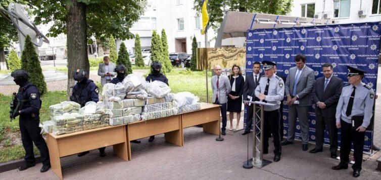«Американці в шоці»: український суд відпустив фігурантів справи про 400 кг кокаїну