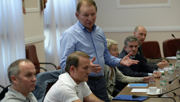 """ДБР за позовом соратників Медведчука розслідує """"узурпацію влади"""" Порошенком"""