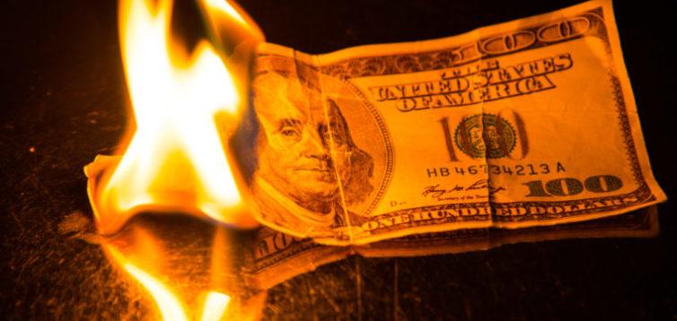 Українські акції почали падати через справу Приватбанку та підпал будинку Гонтаревої