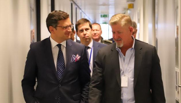 Кулеба в Брюсселі заявив, що Україна більше не буде прагнути в НАТО