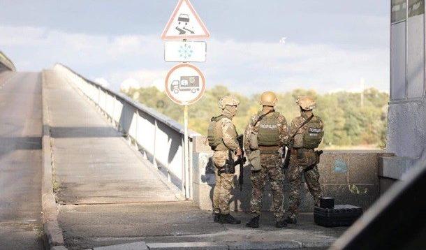 Чоловік, який замінував мост у Києві, вимагає припинити капітуляцію на Донбасі