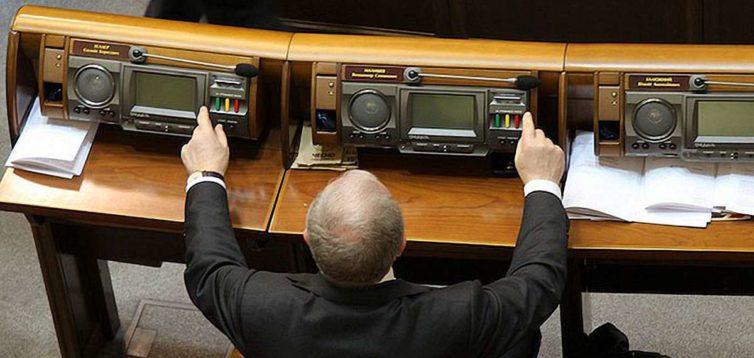 """Було востаннє: у """"Слузі народу"""" обіцяють, що тепер точно будуть позбавляти мандату за кнопкодавство"""