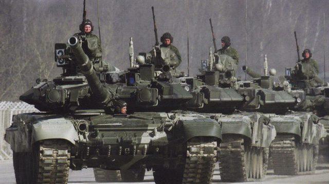 """""""Готуються до розведення сил"""": Росія почала перекидати танки до кордону з Україною. ВІДЕО"""