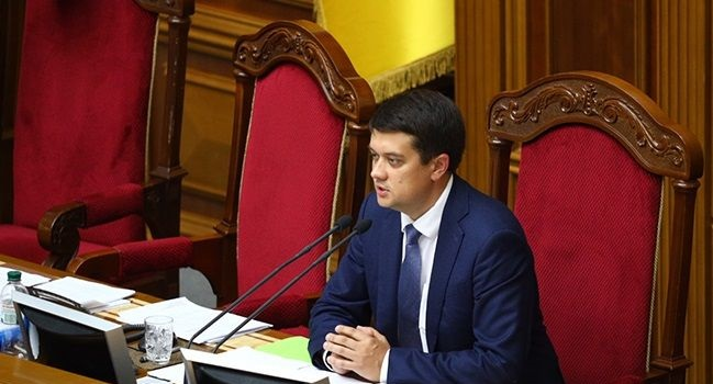 """Разумков закликав депутатів не """"задовольняти фізіологічні потреби"""" у Верховній Раді"""