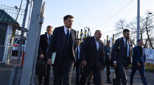 Гончарук зажадав, щоб за місяць на українській митниці зникла контрабанда