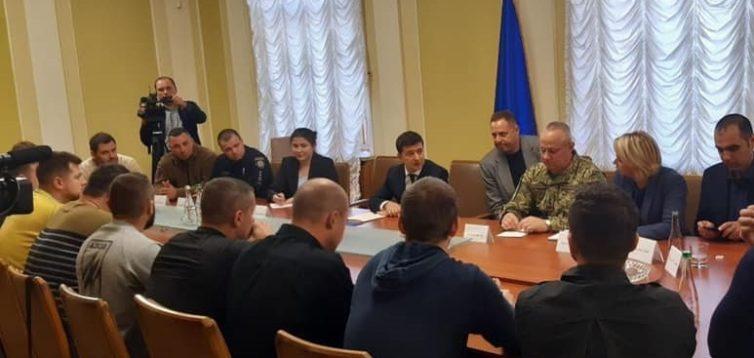 Зеленський: Вибори в ОРДЛО проводитимуться без присутності українських військ