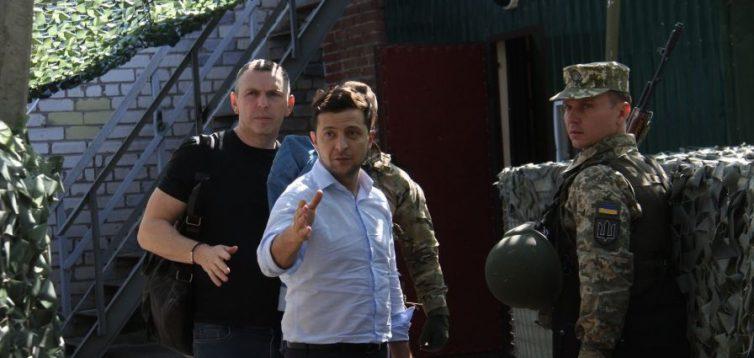 """""""Я не лопух, а президент"""": Зеленський посварився з добровольцями у Золотому. ВІДЕО"""