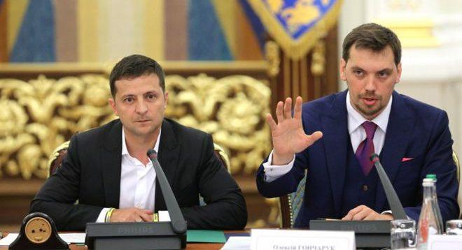 Гончарук пообещал, что весной начнется масштабный ремонт дорог