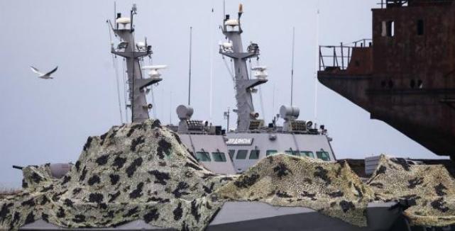 Зняли навіть унітази: командувач ВМС заявив, що росіяни угробили захоплені кораблі