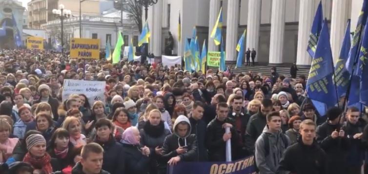 «Куда мы денем 20 тысяч учителей?»: председатель профсоюза педагогов бьет тревогу из-за закрытия школ