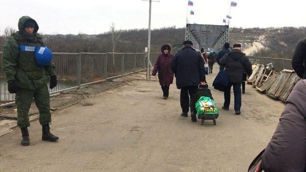 """Бойовики """"ЛНР"""" захопили українську частину мосту на Луганщині"""