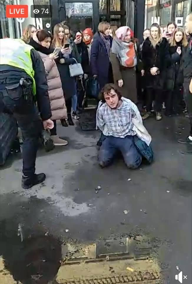 В Киеве полиция задержала активиста за протест против «русского мира». ФОТО. ВИДЕО
