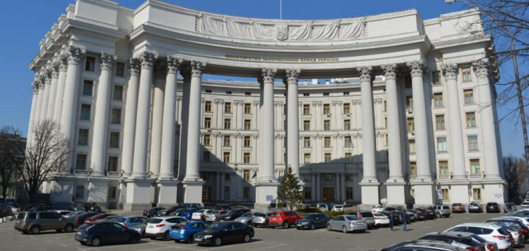 МЗС України закупило у фірми 120 чашок по 1579 гривень за штуку