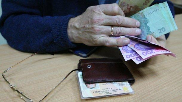 """""""Гроші скінчилися?"""": Українцям без довідки перестали давати пенсії"""