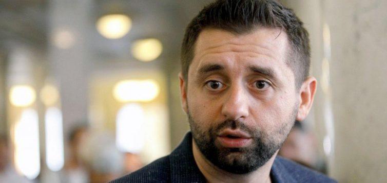 """Лідер """"Слуги народу"""" заявив, що Україна повинна відмовитись від євроінтеграції"""