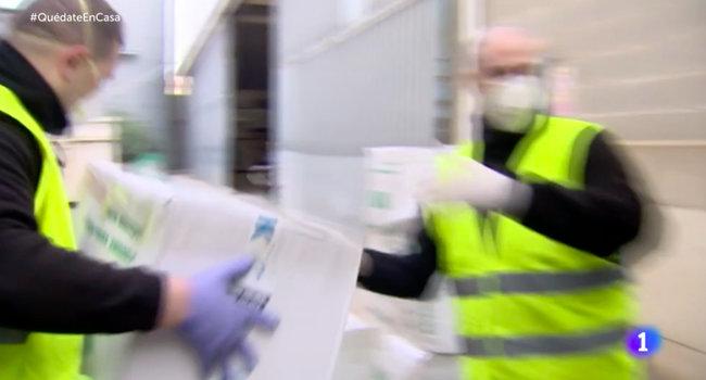 Іспанський телеканал показав розвантаження українських респіраторів. ФОТО
