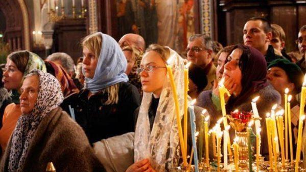 Без масок та захисту: у Дніпрі прихильники Московської церкви масово прийшли на богослужіння. ВІДЕО