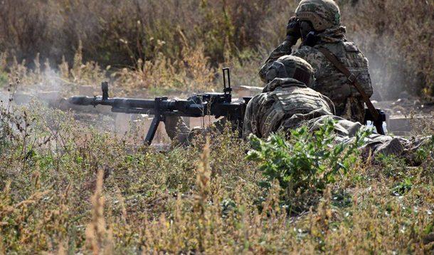 Терористи обстріляли позиції ООС в районі Новомихайлівки, двоє військових поранені