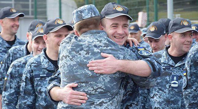 Звільнені з полону військові моряки отримали новий статус