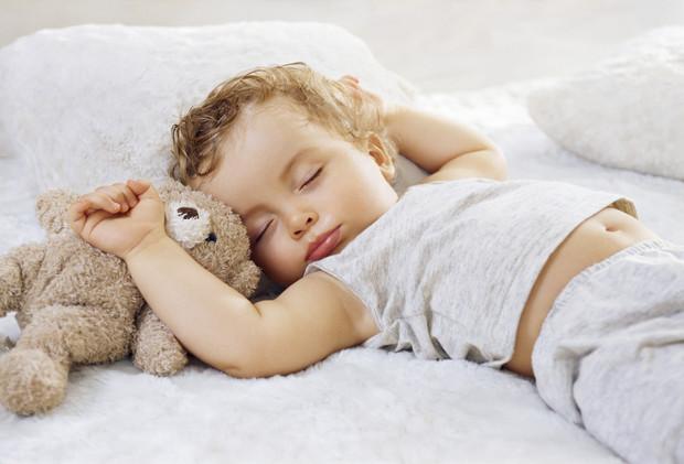Почему ваш ребенок должен спать в кровати размера 80×190