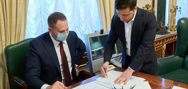 Зеленський підписав закон про відкриття ринку землі в Україні