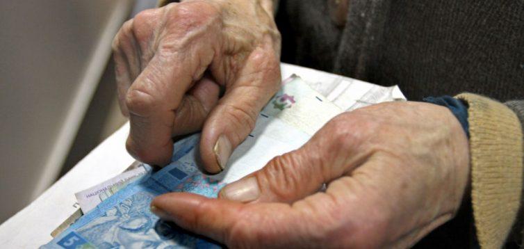 """""""Буде дуже боляче"""": у Мінфіні заговорили про можливе призупинення соціальних виплат населенню"""