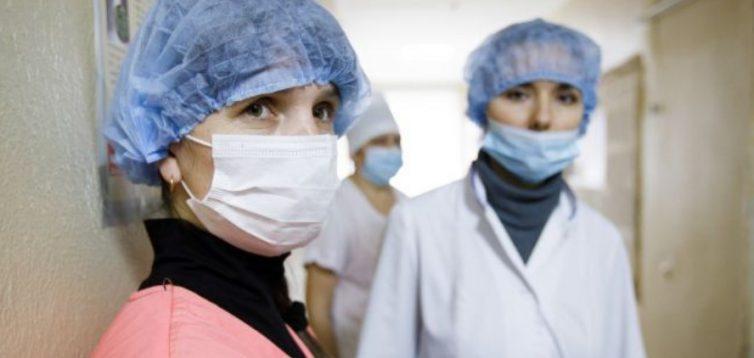 ЄС закликає владу не ігнорувати підписання закону про страхування медиків