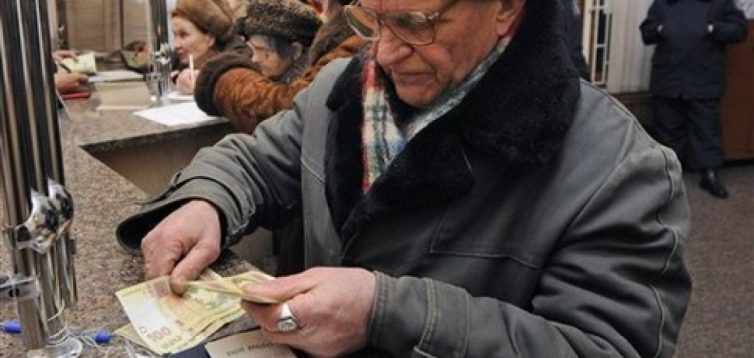Влада підвищує пенсійний вік, щоб залатати діру в бюджеті