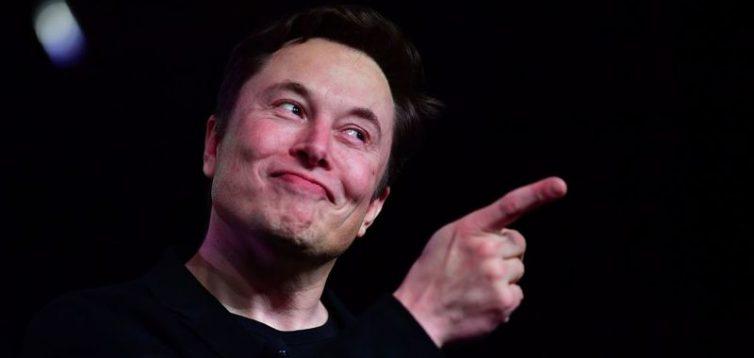 """Тролінг вдався – Ілон Маск заспівав """"Трава у дома"""". Відео"""