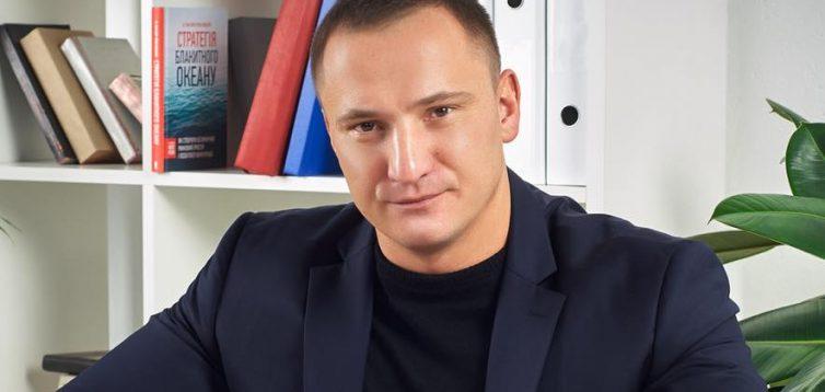 Нового керівника Національного інституту раку звинувачують в шахрайстві