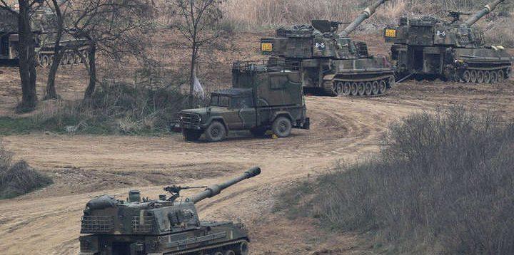 Боевики в Донбассе подводят танки к линии разграничения