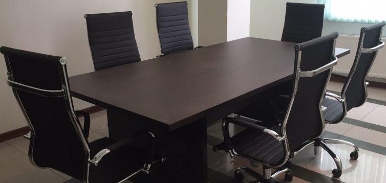 (Рус) Классический переговорный стол — лучший выбор для солидной компании